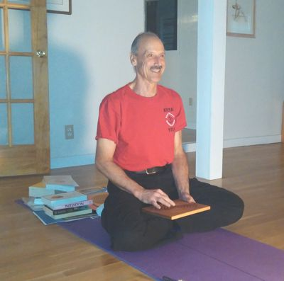 A pictuire of Swami Jayananda conducting Kriya Yoga Theory 2 Session
