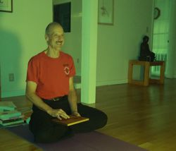 a picture of Swami Jayananda teaching a Kriya Yoga Theory 2 class for Services.